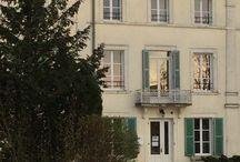 """Compostelle / Sur le GR654 de Namur à Vezelay, Etourvy correspond aux étapes 19 et 20 de Bragelogne - Etourvy - Tonnerre. Le Domaine Saint Georges vous accueille pour votre étape en vous proposant un repas chaud, une nuit et un petit-déjeuner dans une chambre avec sanitaires privatifs. Vous pourrez vous ravitailler dans l'épicerie """"Au P'tit Saint Georges"""" au sein du Domaine."""