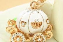 anahtarlık / taşlımı taşlı , süslü mü süslü , cici mi cici anhatarlıklar hepsi www.neobutik.com da bulunabilir