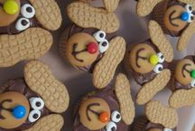 Cupcake & Cake Decorating / by Zoe Burnett