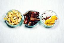 Primal Snacks / Ideal für den schnellen Hunger zwischendurch oder zum Mitnehmen auf Reisen eignen sich diese Paleo Snacks. Low-Carb, glutenfrei, clean eating.