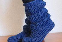 Para los pies ganchillo/crochet / Zapatillas, calcetines, escarpines, sleepers de lana o trapillo / by Yoly Nosti