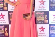 Star Screen Awards 2016 / A red carpet is perhaps the best place to spot the most beautiful celebrity ‪#‎fashion‬ moments and ‪#‎trends‬. We love how the celebs have experimented with different looks. Check out some of the looks that made quite a statement at the ‪#‎StarScreenAwards2016‬.