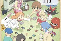 Nichijou / Avec Gintama , c'est l'un des animés les plus WTF que j'ai vu,  un garçon qui vient en biquette l'école , une fille qui dessine du BL que avec des lunettes , et encore pleins d'autres ! Je le conseille aux gens qui veulent rire !