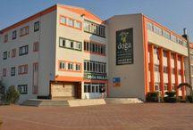 Doğa Okulları Denizli Kampüsü / Denizli'nin başarılı eğitim kurumlarından olan Denizlispor Özel Denizli Koleji 2010-2011 eğitim yılında Doğa Okulları ailesine katıldı. Modern bir eğitim binası ve deneyimli bir eğitim kadrosuna sahip olan Denizli Doğa, öğrencilere bir çok sosyal tesis ve spor sahalarıyla bir eğitim kurumundan beklenenden fazlasına sunuyor.
