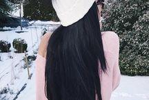 vlasy černé