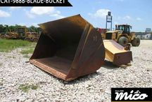 CAT 988B BLADE-BUCKET / The Caterpillar 988b Blade-Bucket Is Very Strong And Superb Attachment Because It Has No Dents, Scratches And No Oxidation Marks.