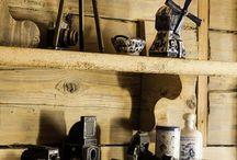 Retro dekoracje do domu / Retro dodatki do domu: świeczniki, ramki na zdjęcia, dekoracje stołu, poduszki na kanapę, figurki, obrazy, zastawa, porcelana, lustra. Zapraszamy do galerii! #retro #dom #dekoracje #porcelana #dodatki #design #oldies #vintage #mirrors #60s #50s #old #