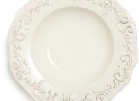 China & Dishes I Like / by Elizabeth Hubbell