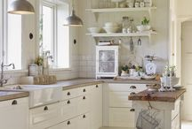 White/cream/beige Kitchens