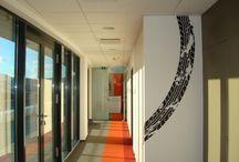 Használtautó Kft. - Az Év Irodája 2013 jelölt / 2010. évben átadott egyedi építészeti megoldású irodaépület legfelső, 7. emeletén található önálló iroda körüljárható terasszal. Az iroda kialakítása 2013. januárban kezdődött és 2013. áprilisában kerültátadásra.