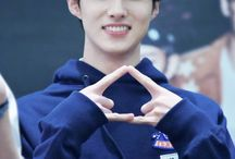 PENTAGON / Members; Jinho, Hui, Hongseok, EDawn, Shinwon, YeoOne, Yuto, Kino, Wooseok, YanAn.   Bias: Hui.