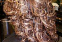 Lépcsőzetes frizurák