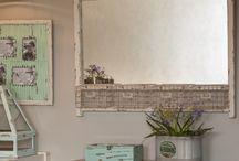 Lustra w stylu prowansalskim / Piękne lustra w stylu prowansalskim z oryginalnymi zdobieniami na ramach wprowadzą do każdego domu niesamowity klimat. Będą idealnym dodatkiem do łazienki, salonu, bądź też przedpokoju.