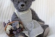 Collectibles - Teddy Bears - Robin Rive