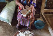 How it's made: ons wollen (woon)goed uit Guatemala! / Het meeste Yabal goed is van katoen, gemaakt op het heupweefgetouw. Maar we hebben ook WOLLEN goed. Heerlijk warm, dito fairtrade en handmade - op het voetweefgetouw. Door de Alvarados in Momostenango. Die wéven het wol niet alleen tot mooie kussens en woonplaids, zij spinnen dat wol ook zelf, én verven het – met middelen uit de natuur (boomschors, insecten, plantenextract). Eerlijke én ecologisch verantwoorde producten dus! http://www.yabal-shop.com/productlist/2000/wollen-woongoed.html