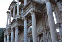 Ephèse / Photo exclusive sous un angle différent de celui de d'habitude de la bibliothèque d'Ephèse.