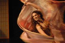 Il velo e il doppio velo nella danza orientale / #Danzare con il #velo di #seta, di #chiffon, impalpabile e leggero..