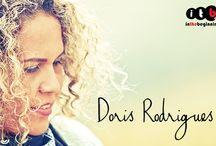 """Doris Rodrigues / """"Parte de todo o chamado de Deus à minha vida está relacionado à música. Tenho ministrado diante do Senhor nas igrejas por onde tenho passado com o objetivo de adorar só a Deus, de revelar quem Ele é por meio das canções e de proporcionar uma atmosfera onde Ele seja entronizado e possa se manifestar."""""""