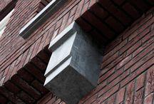 Natuursteen afbouwelementen / Naast onze standaard afbouwelementen zoals vensterbanken en dorpels, levert Nibo Stone maatwerk naar wens van de klant. Ook beheersen we nog altijd de oude, ambachtelijke technieken uit het steenhouwersvak.