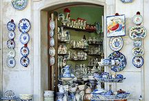 Blue and White obsession / Blue and White ceramics, interiors, patterns, textures, gardens and crafts
