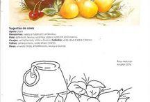 jarros com flores ou com frutas