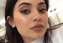 Kylie Jenner make up-style