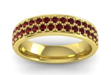 Gold is the new Black! / Check out these fascinating gold jewelry.