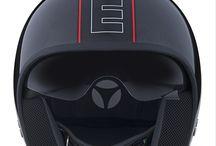Momo Cruiser / El MOMO CRUISER está inspirado en la aeronáutica, es el primer casco de MOMODESIGN hecho totalmente de una mezcla única de materiales que garantiza los mayores estándares de seguridad y la vez es extremadamente ligero.  Un modelo con un estilo dinámico y agresivo enfatizado por el exclusivo diseño de la coraza.