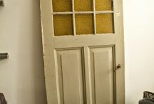 Oude bouwmaterialen / Oude bouwmaterialen zoals deuren, luiken, hekwerken, palen en nog meer.