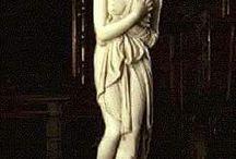 afrodita / afrodita en Grecia venus en Roma es la diosa de la belleza y el amor, nació cuando le cortaron los testículo a Kronos y el semen cayó al mar y de hay nació afrodita