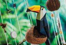 Giardino - Decorazioni - Faidate / Le più belle tonalità di VERDE. Noi amiamo il VERDE! Con le nostre 9 verdi idee decorative porti in casa la gioia dei colori, la freschezza e il feeling-giungla! Se desideri realizzare la giostrina mobile, la decorazione per la parete o la decorazione per la tavola e il davanzale, puoi trovare subito anche i materiali creativi.