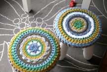 Вязаные ковры и сидушки