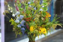 Bukiety / Bukiety- niepowtarzalne, wyjątkowe! Kwiatowe mniej lub bardziej... W różnych formach i kombinacjach kwiatowych. Nieustannie modne i eleganckie! Zielona Gęś przedstawia:)