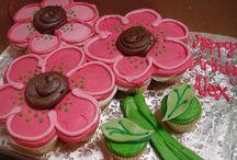 Cakes & Cupcakes / by Cassie Carolina