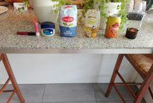 lipgloss maken / 20gram suiker 1 eetlepel honing 2 eetlepels olijfolie 1 blikje 1 kaarsje kleukstof bakje om het in te doen lepeltjes