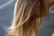 Hair cut/Taglio Punte Aria - CDJ / Alcuni anni fa, per caso, mi accorgo che mia figlia giocava con le forbicine di plastica, tagliando la carta in piccolissimi coni. Con l'estrema curiosità verso il nuovo provo subito a fare la stessa mossa sui capelli: afferro la ciocca, punto la forbice ed eseguo un taglio netto, leggermente diagonale. Poi ripeto l'azione e mi accorgo, con grande stupore, che ne esce fuori una ciocca di capelli compatta e pulita, che segue un movimento libero e soffice, anche solo usando l'aria del phon.  C. M.