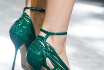 green like a dream / only remarkable women carry it green shoes