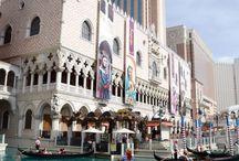 __04__Effetto Las Vegas • Gruppo A / Las Vegas effect: sistemi di comunicazione e branding di luoghi circoscritti e che possiedono una forte identità a prescindere dalla posizione storico-urbanistica (Parchi e hotel a tema, musei insoliti, ecc)