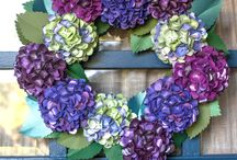 All you need to make this NEW FALL WREATH from Paper! / Looks so real! This paper wreath is beautiful and could be the perfect Do it yourself idea for you or something to gift! Elegant, realistic, just simply gorgeous! Lia has uploaded FREE SVG & PDF templates onto our blog - Make this project your own! / by Paper-Papers