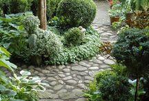 Puutarhan pyöreä kivialue