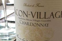 Chardonnay / Forte de ses 1180 hectares de vignes uniquement dédiés au cépage Chardonnay, la cave est véritablement une spécialiste des vins blancs de Bourgogne.