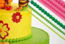 Le collane Pavoni / Decorare torte e dolcetti in modo esclusivo con gli stampi in silicone della linea SPECIAL DAY è un gioco. Ecco le collane Pavoni... / by Pavonidea