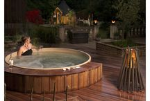 Cedar Hot Tub Ideas / A look at some of the many ways that Canadian Hot Tubs customers have installed their cedar hot tub.