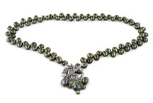 Green jewellery / all shades of green jewellery, necklaces, bracelets, earrings, rings, lariats