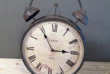Vintage / Στο NEDAshop.gr θα βρείτε μεγάλη ποικιλία σε Vintage αντικείμενα για τη διακόσμηση του σπιτιού σας Διακοσμητικά Αντικείμενα | Φανάρια | Κηροπήγια | Γυάλες | Φωτιστικά | Δίσκοι | Ρολόγια | Πίνακες Ζωγραφικής