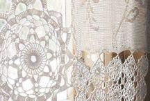 colchas , cortinas e almofadas