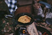 Slow adventure cooking on fire / Why not combine the outdoors with the best thing in the world: FOOD !!  Cooking on fire, camp fire, coffee, eggs and bacon, outdoor cooking, bushcraft, fire, smoke, handy food for a trip, camping food,