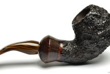 #ArmelliniPipes   #lepipe.it / Mauro Armellini started working for Nino Rossi, who at one time ran the largest briar pipe factory in the world. In 1960 Armellini started working for himself, creating a new line of pipes, preferring freehand pipes like the Calabash, the Pistols and the unique Double Bowls. All these are limited edition (around 50 a year).