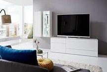 Wohnzimmer // Lack / Elegante, geradlinie Möbel. In Mattlack oder Hochglanz-Lack, mit Mattglas- oder Holz-Akzenten, als farbenfrohe Farbzusammenstellung ... schauen Sie einfach selbst.