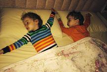 Anne&baba yatağında uyumak